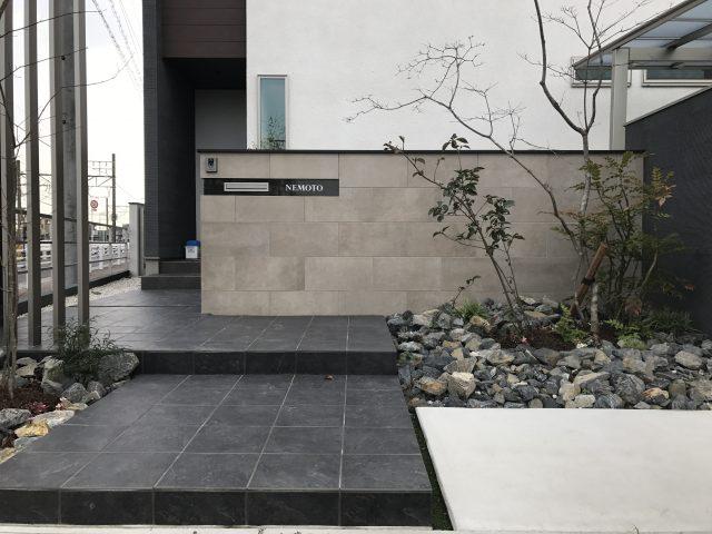 イタリアタイルと+Gアーチを使った雑草対策のあるモダン外構 清須市N様邸