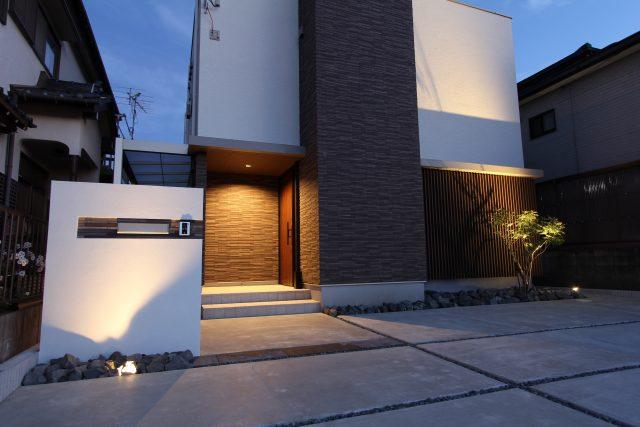 江南市 ライトアップが美しいシンプルな外構