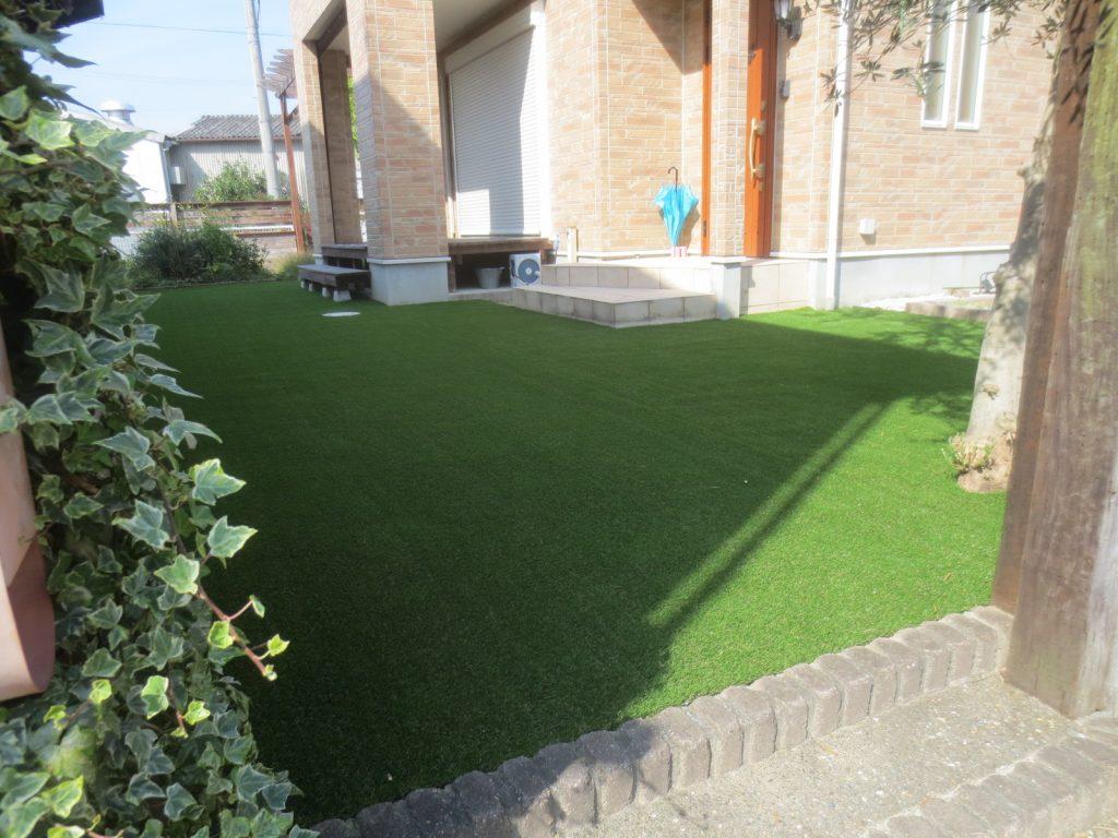 芝生から人工芝へ