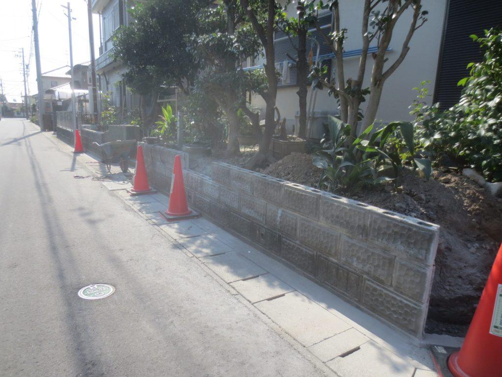 危険なブロック塀を改修中