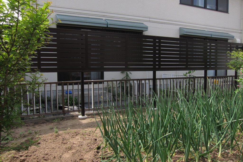お庭の困り事解決。雑草・目隠し塀・自転車置場