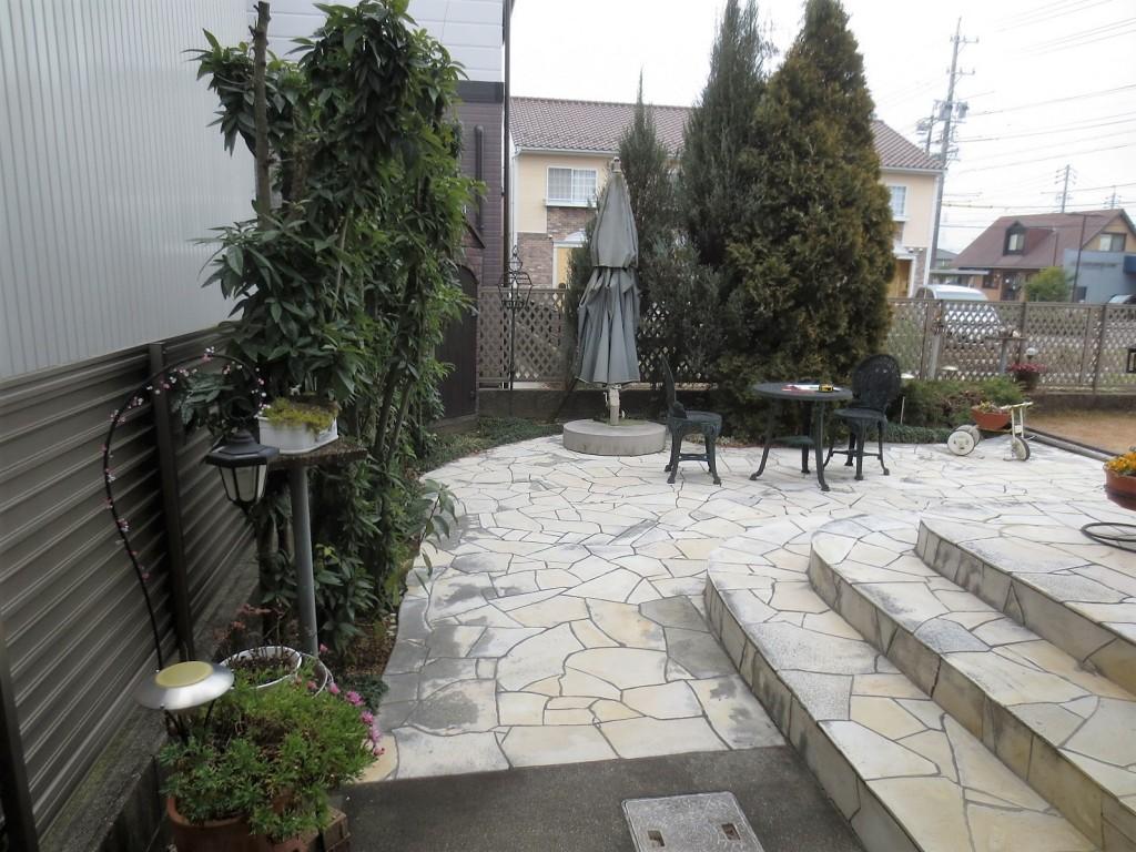 ディーズパティオのある庭