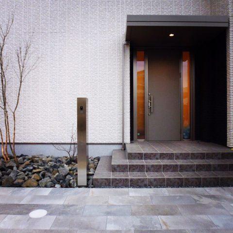 シンプルな玄関先