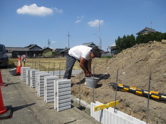 ご新築境界ブロック積み 駐車場コンクリート工事