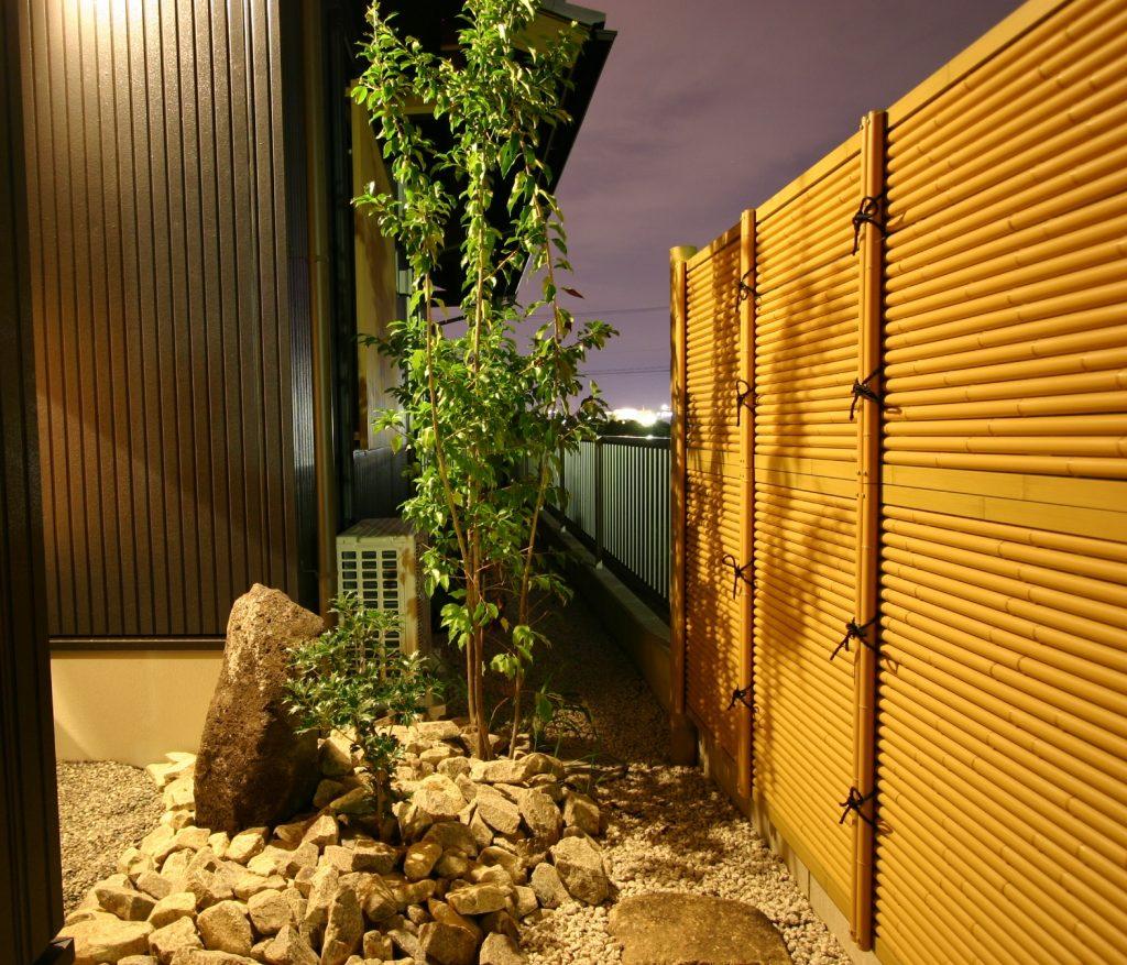 建物と坪庭との関係を考えることで、五感を刺激し自然の中にいるような心地いい空間をつくります。<岩倉市 新和建設 坪庭>