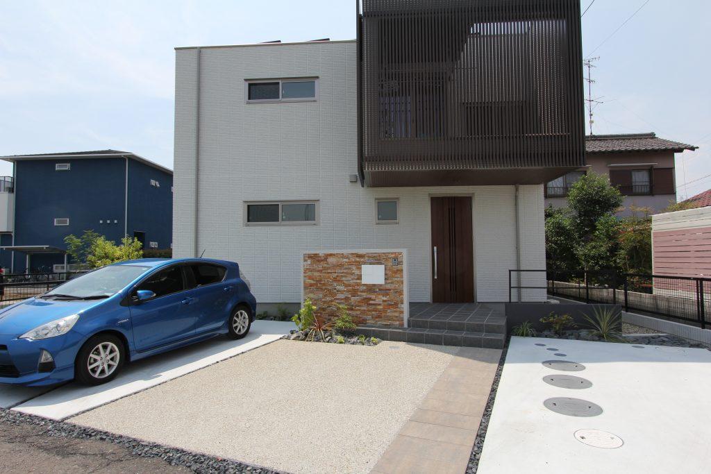 <スクエアなデザインが特徴なへーベル住宅・・・・スクエアな外構提案>