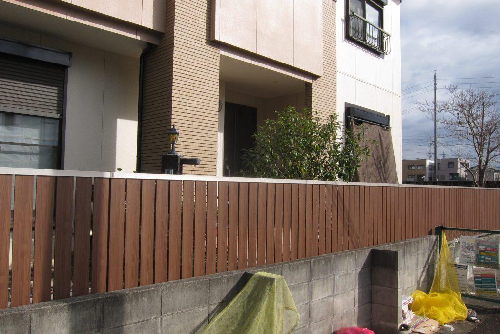 アルミフェンスの塀で目かくし工事