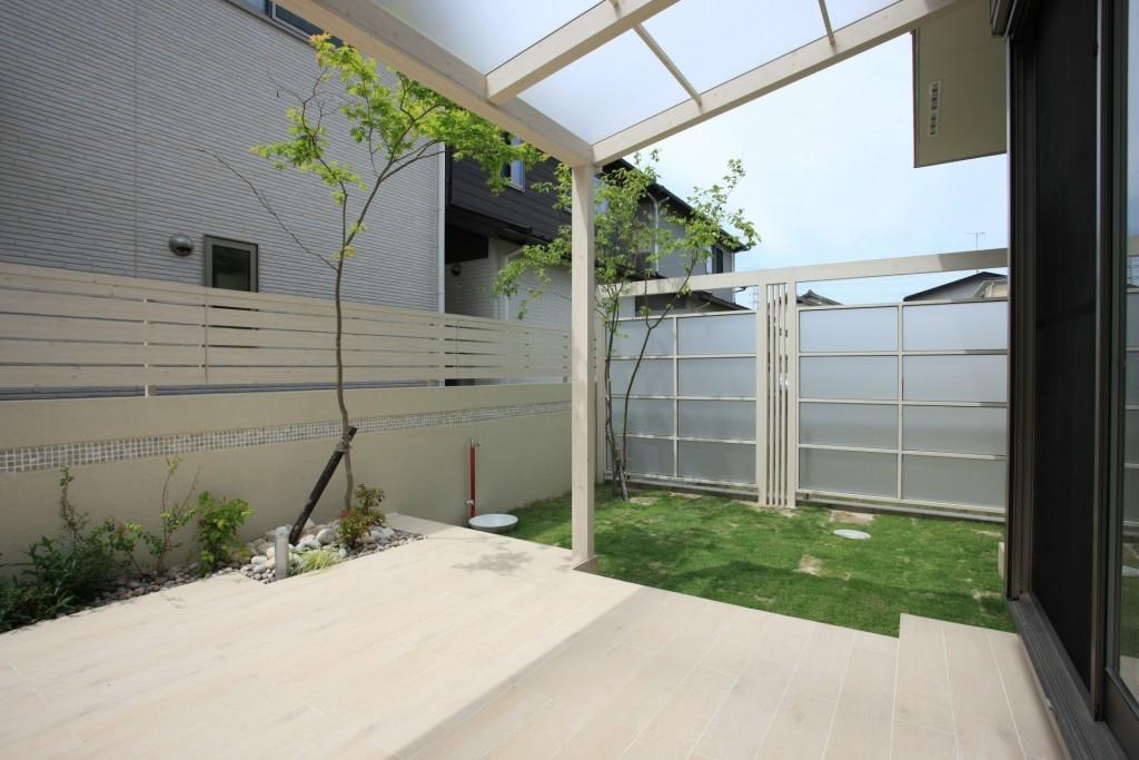 現場確認とお庭の完成現場